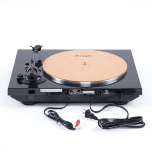 Step Up the Viny l Game With These Turntables