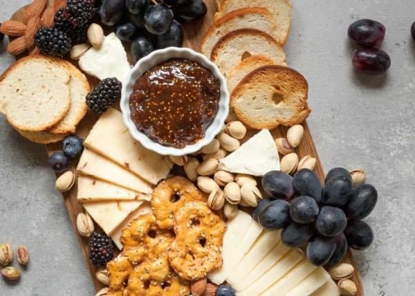 Make the most out of your cheese platter with our wine and cheese pairing guide