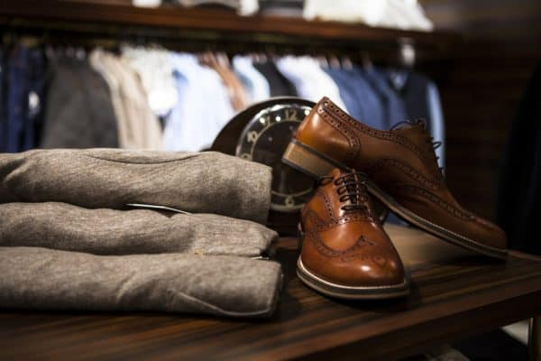 A grey and brown ensemble perfect for a lot of casual dress code occasions (Image Credits: StockSnap / Pixabay)