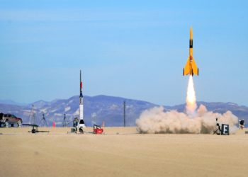 High-powered rocket drag race in action (Image Credits: Steve Jurvetson / Wikimedia Commons)