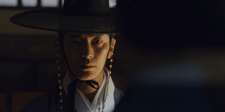 Crown Prince Yi Chang faces off against a grave threat to his investigation (Image Credits: Netflix)