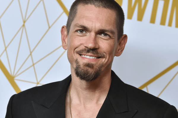 Steve Howey, the peak of health at forty