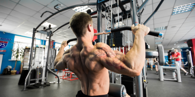 How To Use a Lat Pulldown Machine to Build a Strong Body
